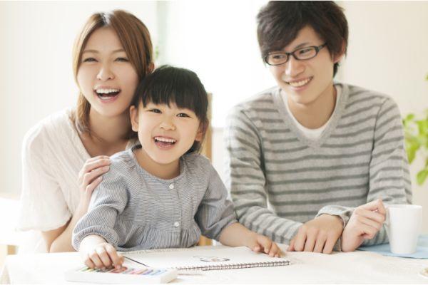 1.共働きの場合、子どもは夫婦どちらの扶養に入れるべき?扶養控除の条件とは