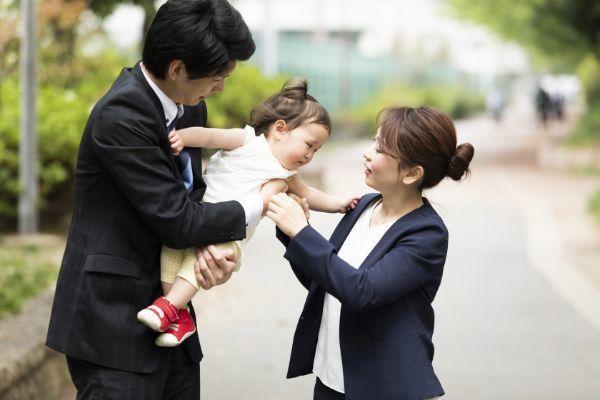 2.共働きの場合、子どもは夫婦どちらの扶養に入れるべき?扶養控除の条件とは