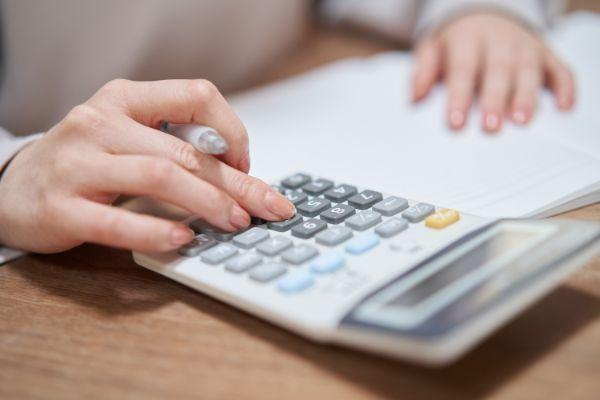 9.毎月の貯金額の目安はいくら?年代別にチェック