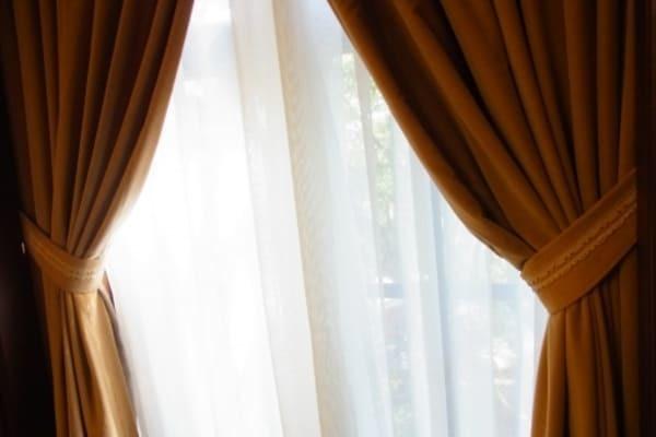 カーテンのカビの落とし方は?洗濯のコツを解説します!
