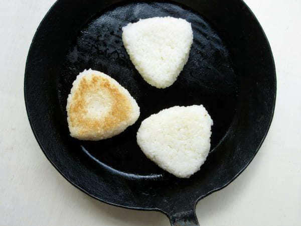 新米の季節にお米が主役!何度も作りたくなる「絶品焼きおにぎり」アレンジ3選1.jpg